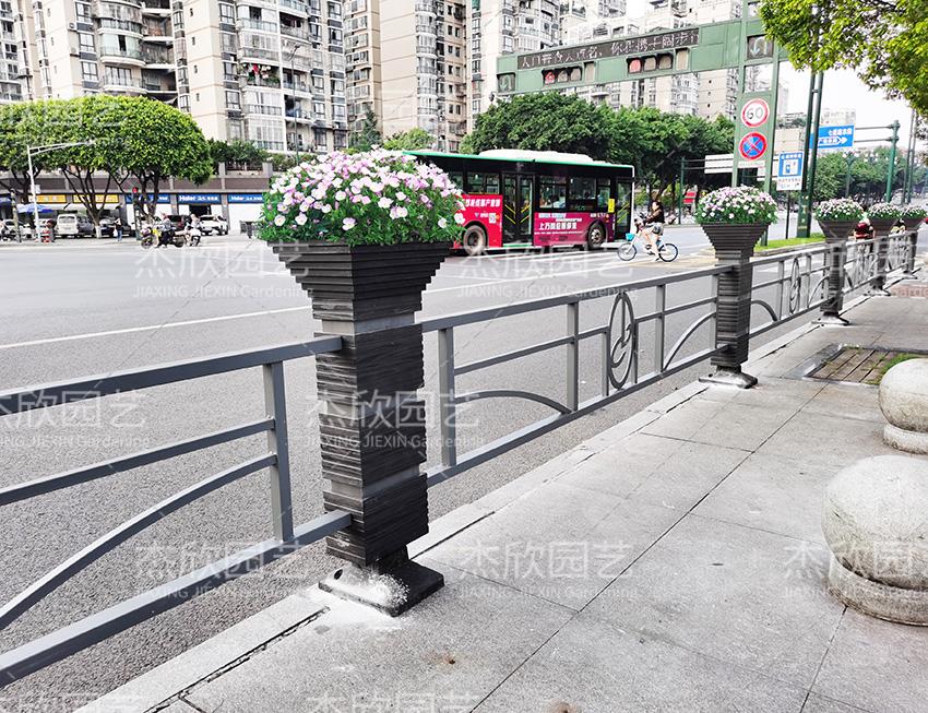 道路隔离爱博体育竞猜推荐护栏四川宜宾案例